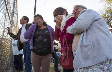 Famiglie dei detenuti davanti al centro