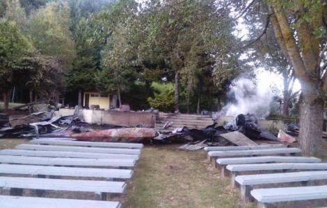 Eglise incendiée à Vilcun (Chili)