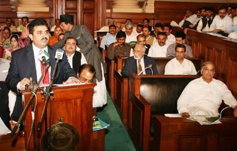 Do lado esquerdo o ministro Kamran Michael