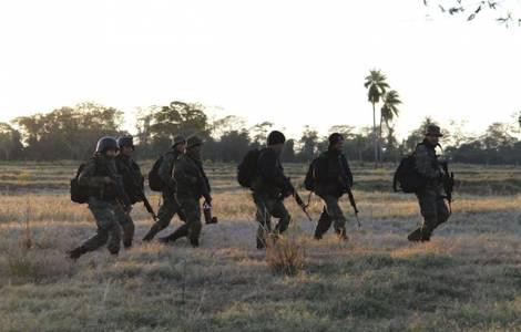 Militaires au Paraguay