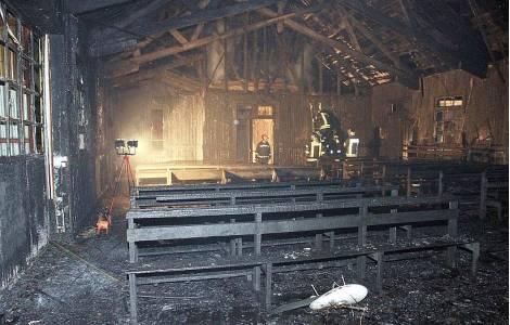 Eglise incendiée au Chili