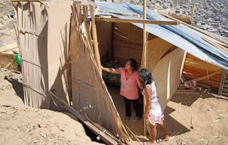 Moradias populares em terrenos desertos
