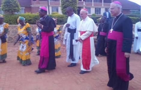 Cardeal Filoni consagra a Catedral de Karonga