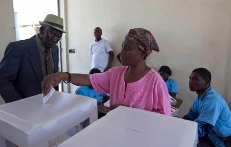 Elections sans incident dans un pays encore sinist