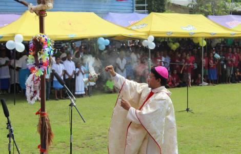Um momento da celebração em Lae