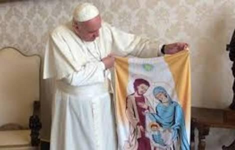 Le Pape François avec une Balconera provenant d'Ur