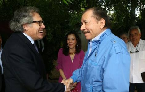 Luis Almagro insieme a Daniel Ortega