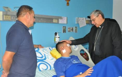 Visite de S.Exc. Mgr Suescun Mutis aux blessés de