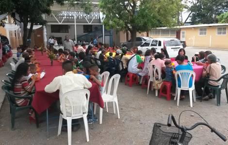 """""""Panelas solidárias"""": paróquias comprometidas a da"""