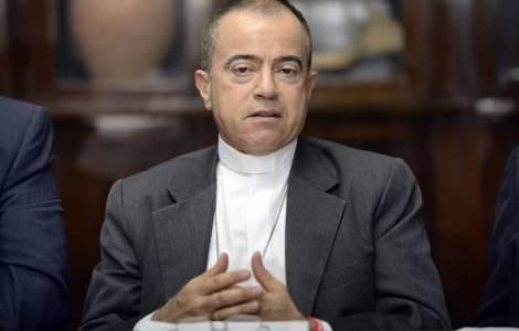 Mons. Roberto González,