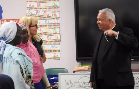 """Mons. Perez, primo vescovo ispano ad Ohio: """"La chiesa deve accompagnare i migranti ben oltre un supporto spirituale"""""""