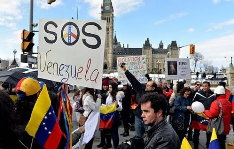 Sostegno da 12 paesi al dialogo fra governo ed opposizione, la Chiesa è l'unica istituzione di cui la gente si fida