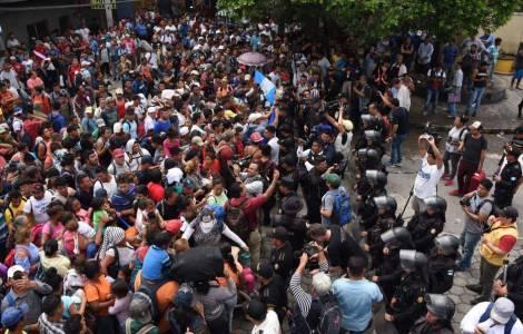 America Mexico The Honduran March To Usa Continues Trump Army Will Close Borders